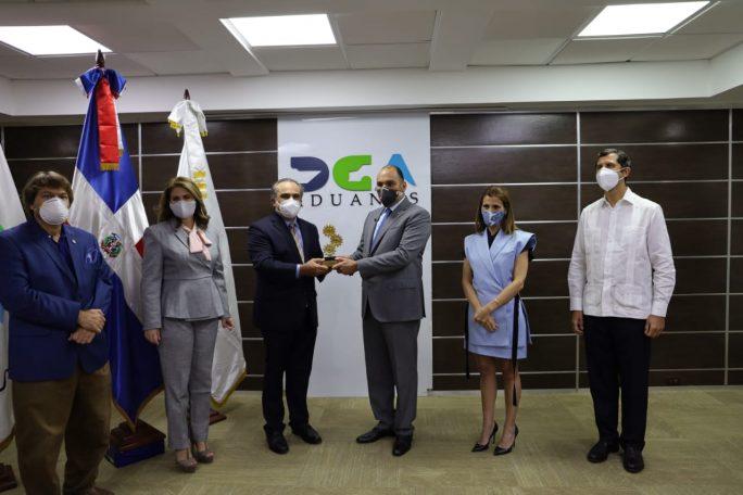 Reconocimiento de AIRD a Enrique Ramírez