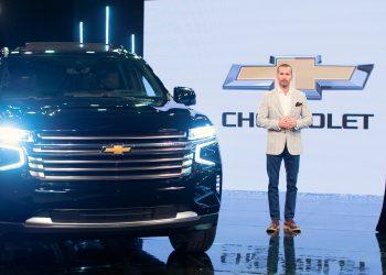 Ricardo Torres, gerente Comercial de Chevrolet, y Pamela Sued.