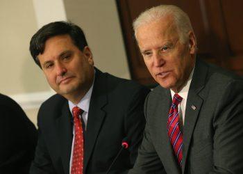 El presidente electo de Estados Unidos, Joe Biden, junto a su jefe de gabinete de gobierno, Ronald Klain. | Mark Wilson, Getty Images via AFP.