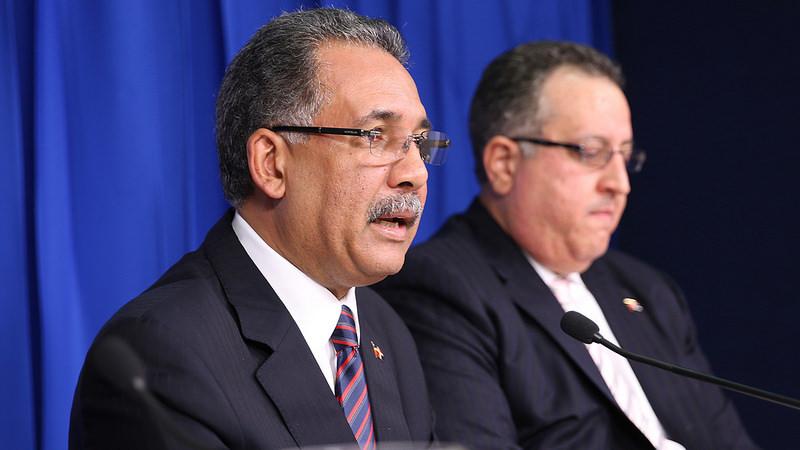 El ministro de Hacienda, Simón Lizardo y el viceministro de Crédito Público, Magín Díaz.