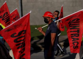Protesta del sindicato de trabajadores de Panamá, en la que exigieron el mantenimiento de los empleos durante la cuarentena recién impuesta en ese país para controlar los rebrotes de covid-19. | EFE.