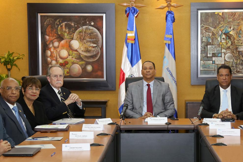 superintendente de bancos se reúne con miembros comités de pla de gremios eifs