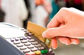 Los dominicanos han aumentado la frecuencia con que utilizan las tarjetas de crédito./elDinero