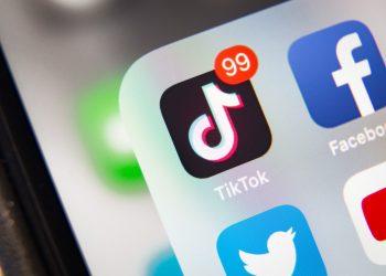 TikTok y Facebook