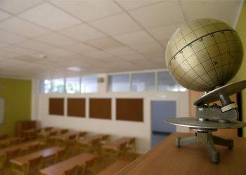 El cierre total de escuelas en 31 países y la reducción de horarios en otros 48 afectan a 800 millones de estudiantes. | Andrej Cukic, EFE.