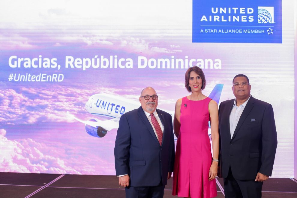 united airlines salvador marrero, laura malleėn y angel ramiėrez