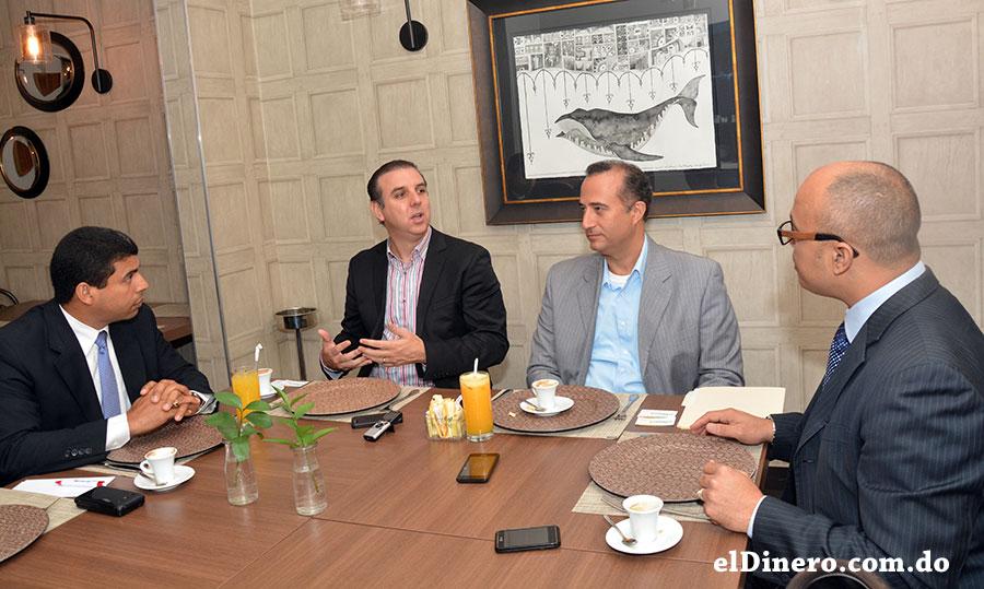 Los ejecutivos de Pioneer Yamil E. Isaías y Héctor Garrido participaron en el Desayuno Financiero de elDinero. | Lésther Álvarez