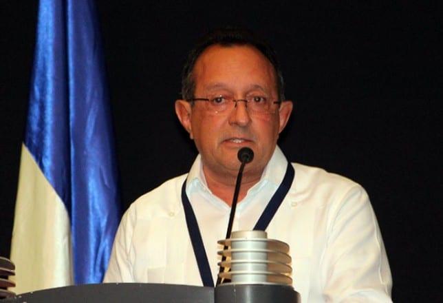 Ángel Estévez, Ministro de Agricultura.