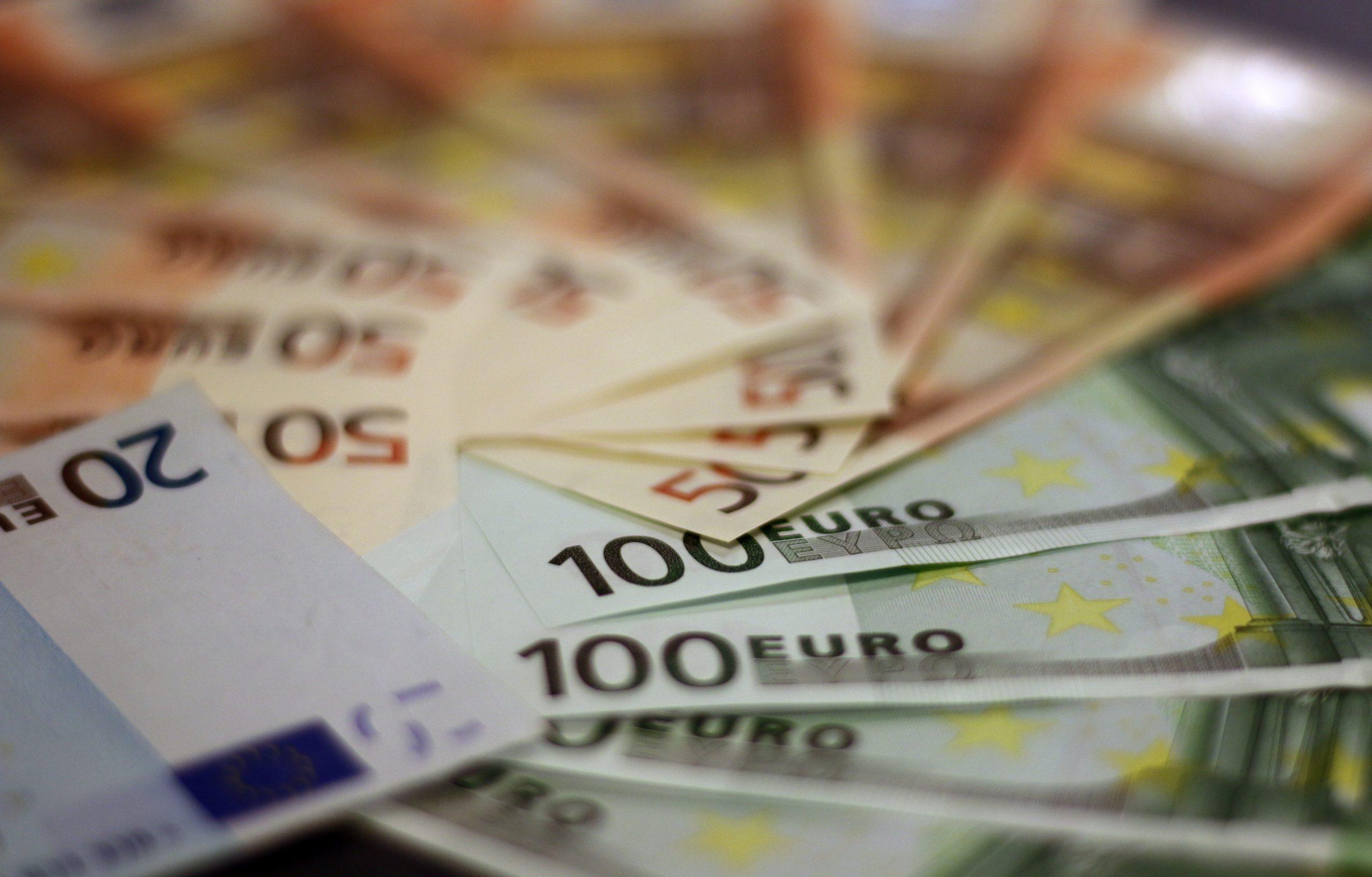 Euros, inversión, financiamiento