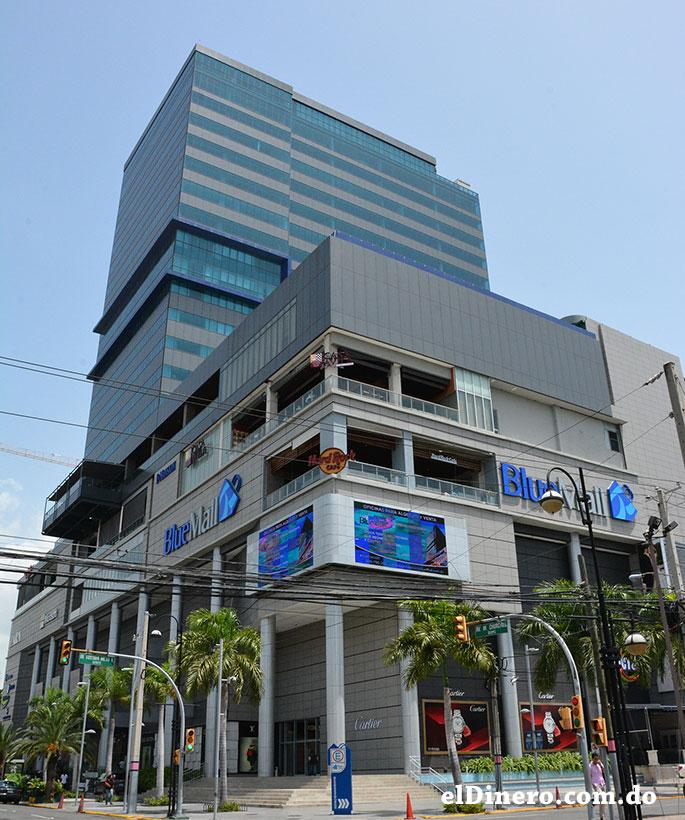 Blue Mall: Es otra edificación que alberga un centro comercial y un hotel. Cuenta con 21 pisos y 105 metros de altura. Esta Ubicado en la Winston Churchill. | Lésther Álvarez