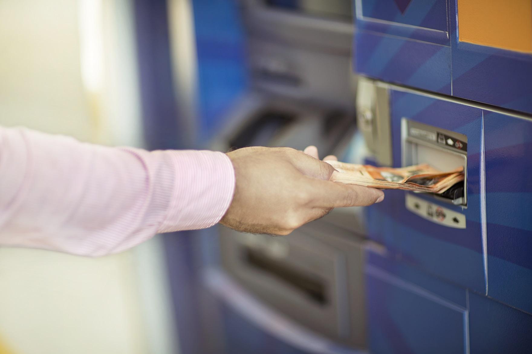 Las ganancias del sistema financiero desaceleran crecimiento for Como se abre un cajero automatico