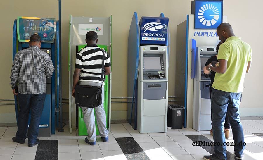 Los cajeros automáticos se han vuelto piezas fundamentales para ahorrar tiempo en las transacciones. | Gabriel Alcántara