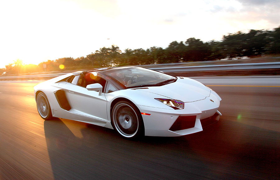 El Lamborghini Aventador es el vehículo deportivo más caro que existe en República Dominicana.