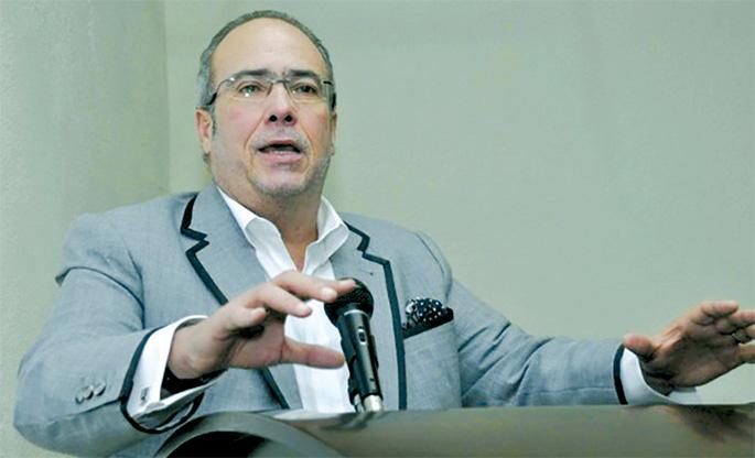 Charles Mariotti, presidente de la Comisión de Industria y Comercio del Senado de la República.