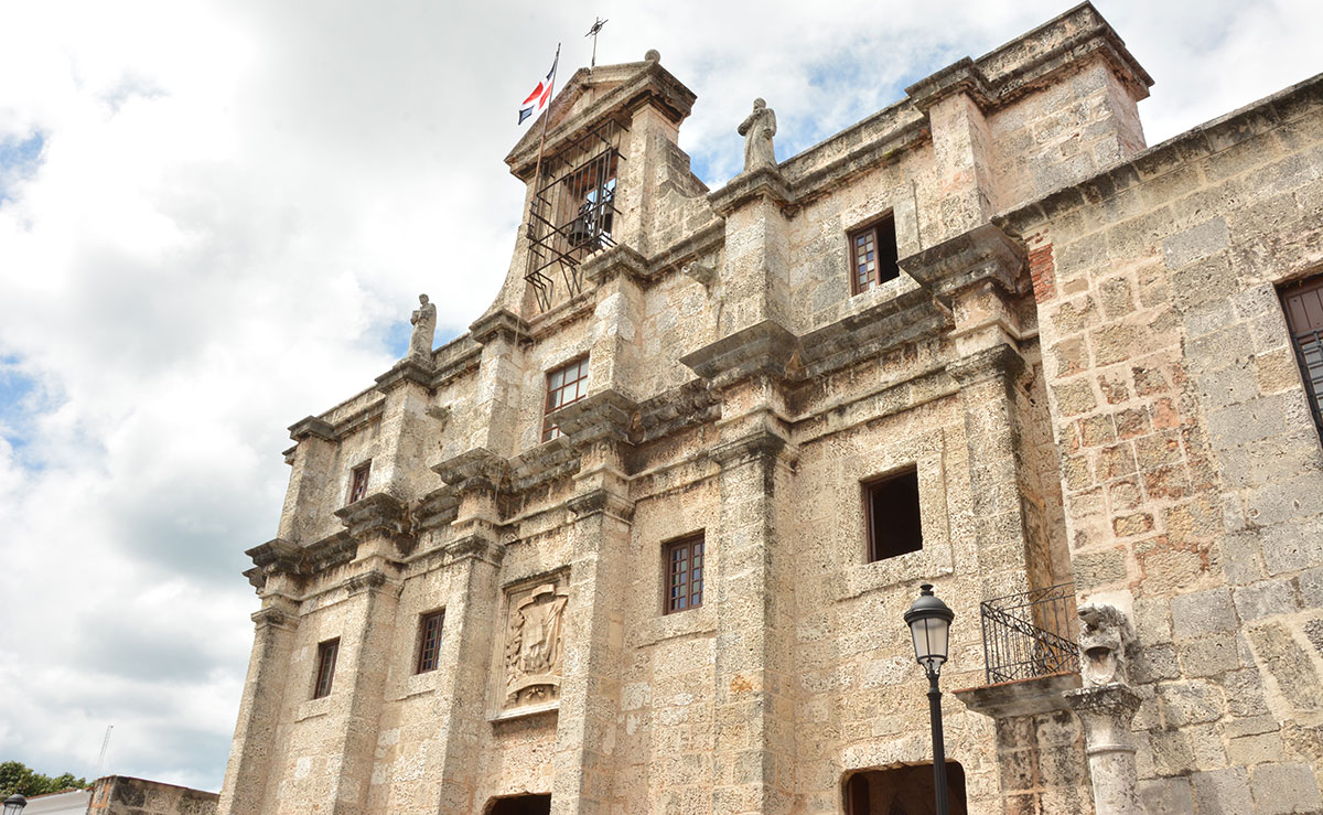 ciudad colonial panteon nacional