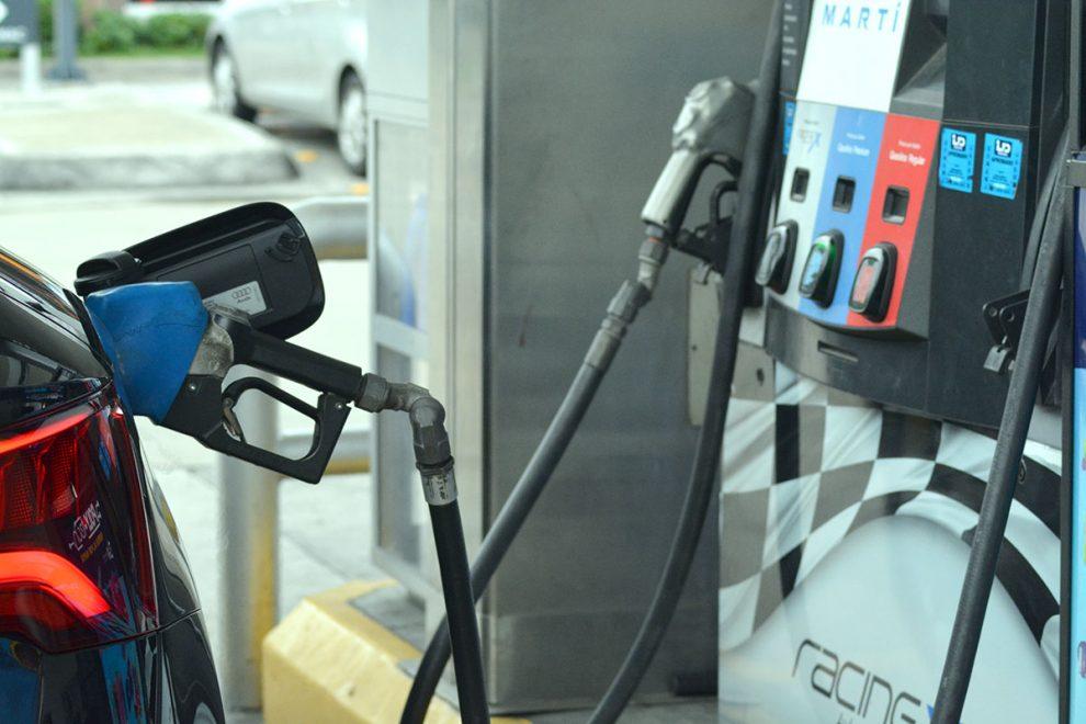 Suben precios de mayoría de combustibles
