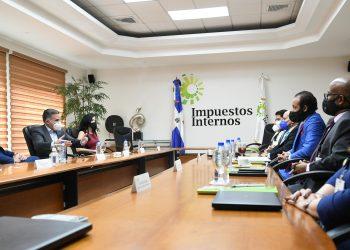 Luis Valdez Veras ofreció a los empresarios la posibilidad de utilizar el servicio de educación tributaria que ofrece la DGII.