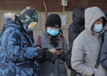 Residentes en Pekín utilizando mascarillas. | Wu Hong, EFE.