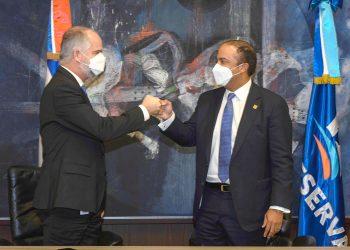 Alejandro Fernández W. y Samuel Pereyra anuncian el inicio de este nuevo producto financiero.