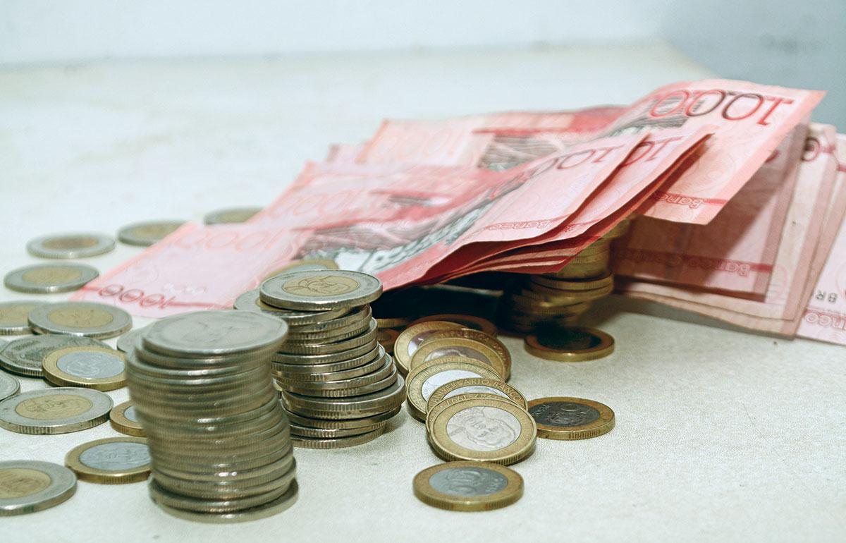 dinero salarios ahorros