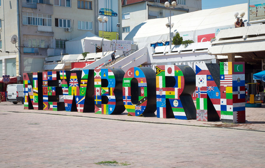 Tras la guerra, Kosovo celebró en grande con las banderas de los países que apoyaron su soberanía.