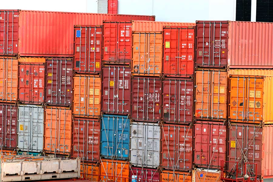 La principal razón de la mejora en la balanza comercial es la reducción del valor de las importaciones por los bajos precios del petróleo y sus combustibles derivados.