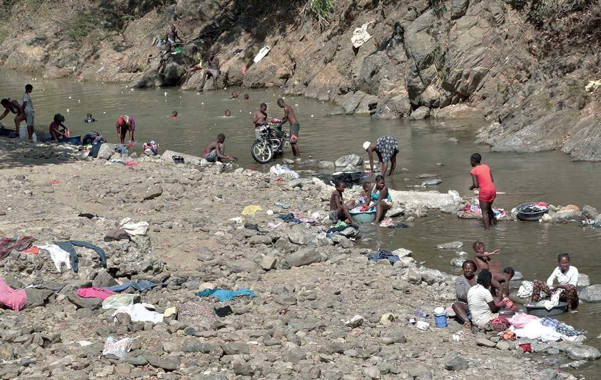 Como Es Vivir En Haiti frontera domínico-haitiana: línea de la degradación ambiental