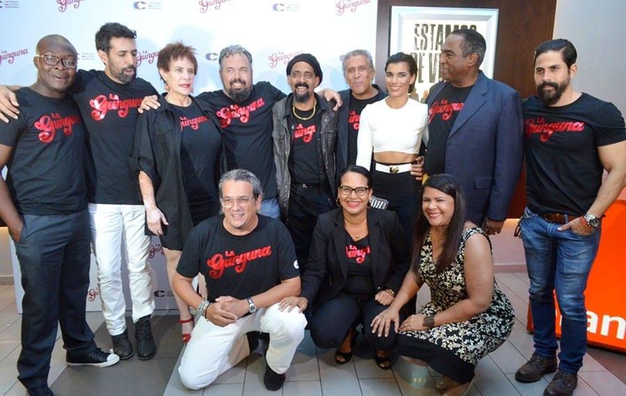 Parte del personal de actores y de producción de La Gunguna.