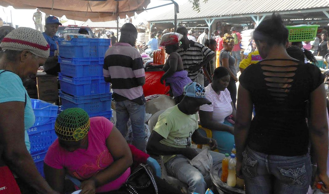 haiti comercio informal frontera fb
