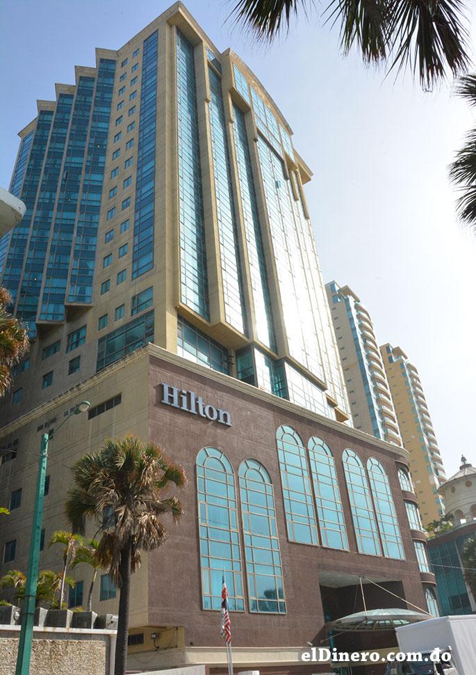 Hotel Hilton: Es uno de los edificios que forman parte del complejo Malecon Center y es el hotel más alto alcanzando los 96 metros de altura con 26 pisos. | Lésther Álvarez