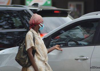 Con frecuencia se observan personas, en los distintos semáforos de la capital, pidiendo dinero. | Lésther Álvarez