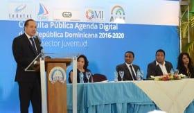 El director ejecutivo del Indotel, Leonardo Alberty Canela, interviene en la apertura de la consulta pública de la Agenda Digital 2016-2020.