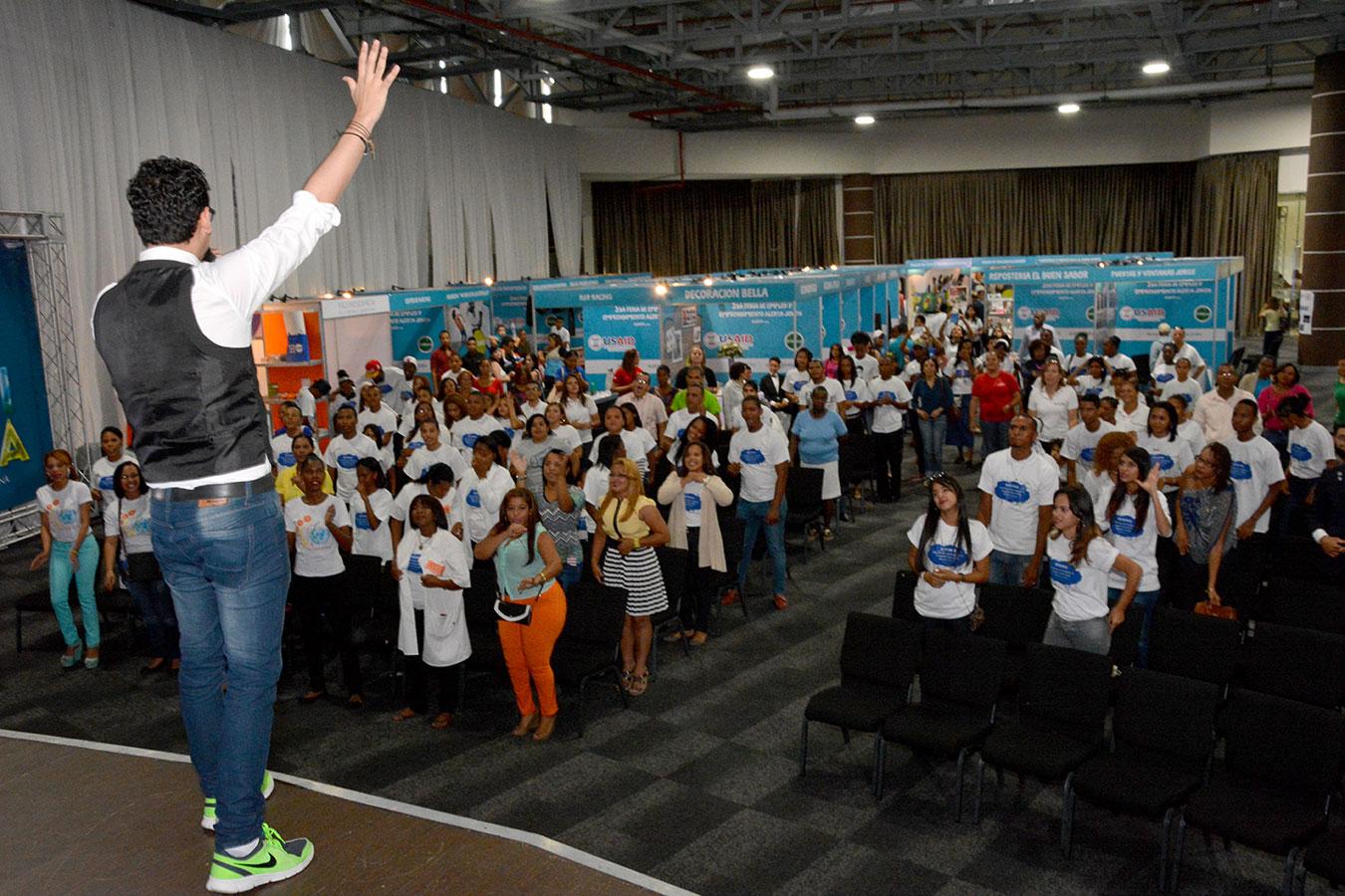 Los asistentes a la actividad que están desempleados tuvieron la oportunidad de depositar sus currículums en el stand de la Vicepresidencia. | Gabriel Alcántara