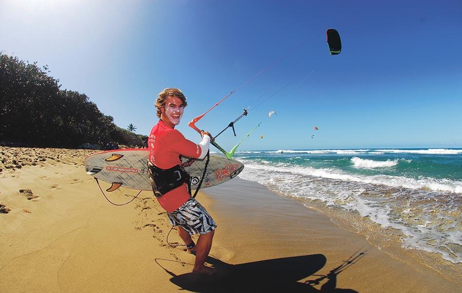 Kitesurfing, deporte con potencial turístico que se practica en la costa de Norte de República Dominicana.