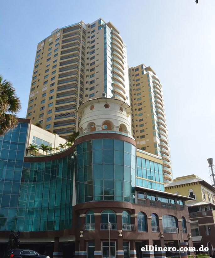 Malecon Center: En su complejo de edificios que resaltan la avenida George Washington, solo uno es más alto de los tres con 125.7 metros de altura y 32 niveles. | Lésther Álvarez