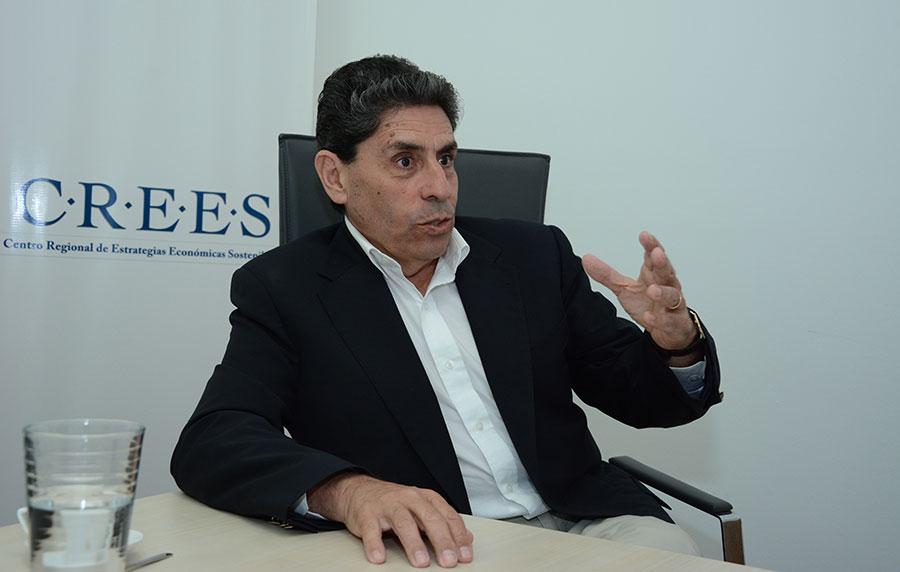 Mauricio Rojas llegó al país invitado por el Centro Regional de Estrategias Económicas Sostenibles (CREES).