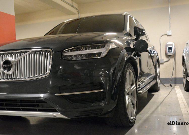 MARTÍ fue reconocida por el Intrant por fomentar el uso de vehículos eléctricos con sus marcas Volvo y Motoneo. | Lésther Álvarez