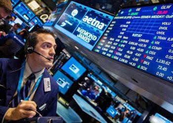 El Dow Jones moderó su caída y acabó recortando 510.18 puntos. | Reuters.