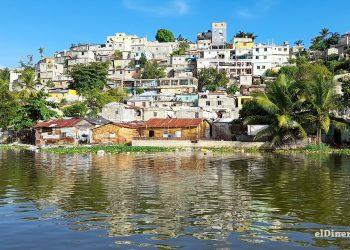 El Ozama, que divide la provincia Santo Domingo y el Distrito Nacional, está cargado demográficamente. Esta situación afecta su entorno con alto grado de contaminación. | Jairon Severino
