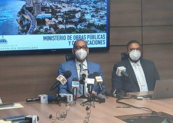 El ministro de Obras Públicas, Deligne Ascensión, durante la rueda de prensa en la que dio a conocer la inversión que se hará en el arreglo de calles y avenidas. | Fuente externa.