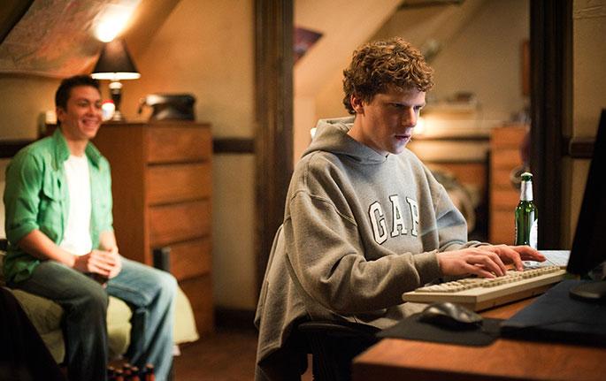 La Red Social es una película basada en la idea y progreso millonario del creador de Facebook.