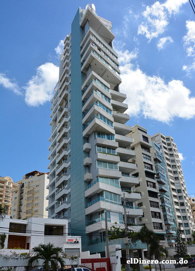 Torre Da Silva: Es un edificio residencial ubicado en la avenida Tiradentes casi esquina 27 de Febrero. Cuenta con 27 pisos incluyendo Penthouse y 100 metros de altura. | Lésther Álvarez