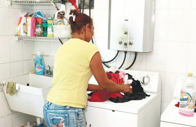 La labor de las domésticas representa una proporción importante de la fuerza de trabajo.