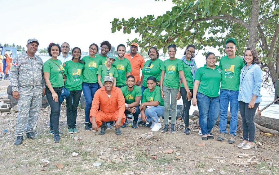 voluntarios fundacion farach rios ozama isabela